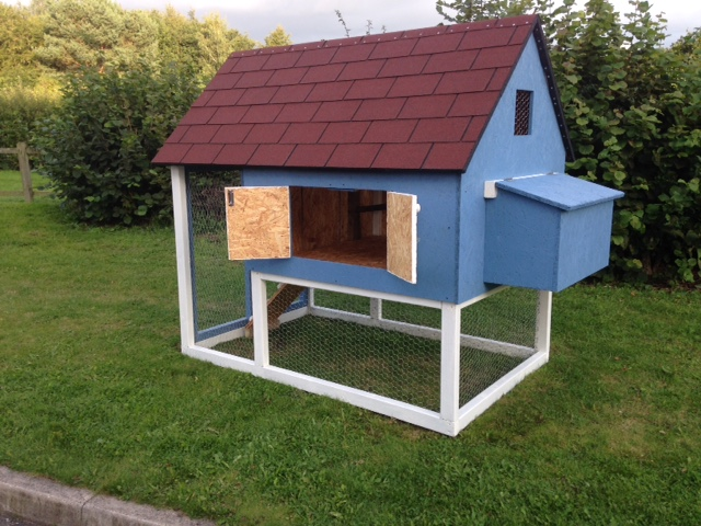 Chicken coop used to save space